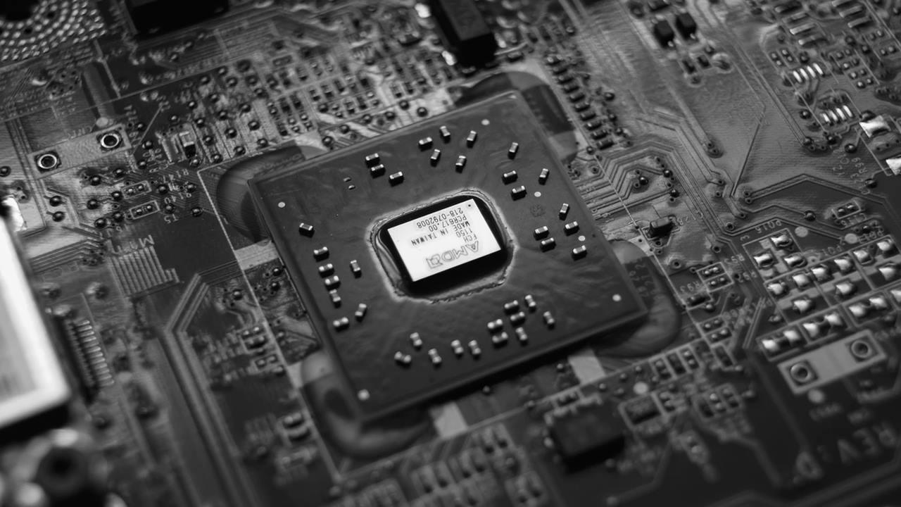 ¿Por qué Apple tiene chips para los iPhone mientras Ford se queda corto?
