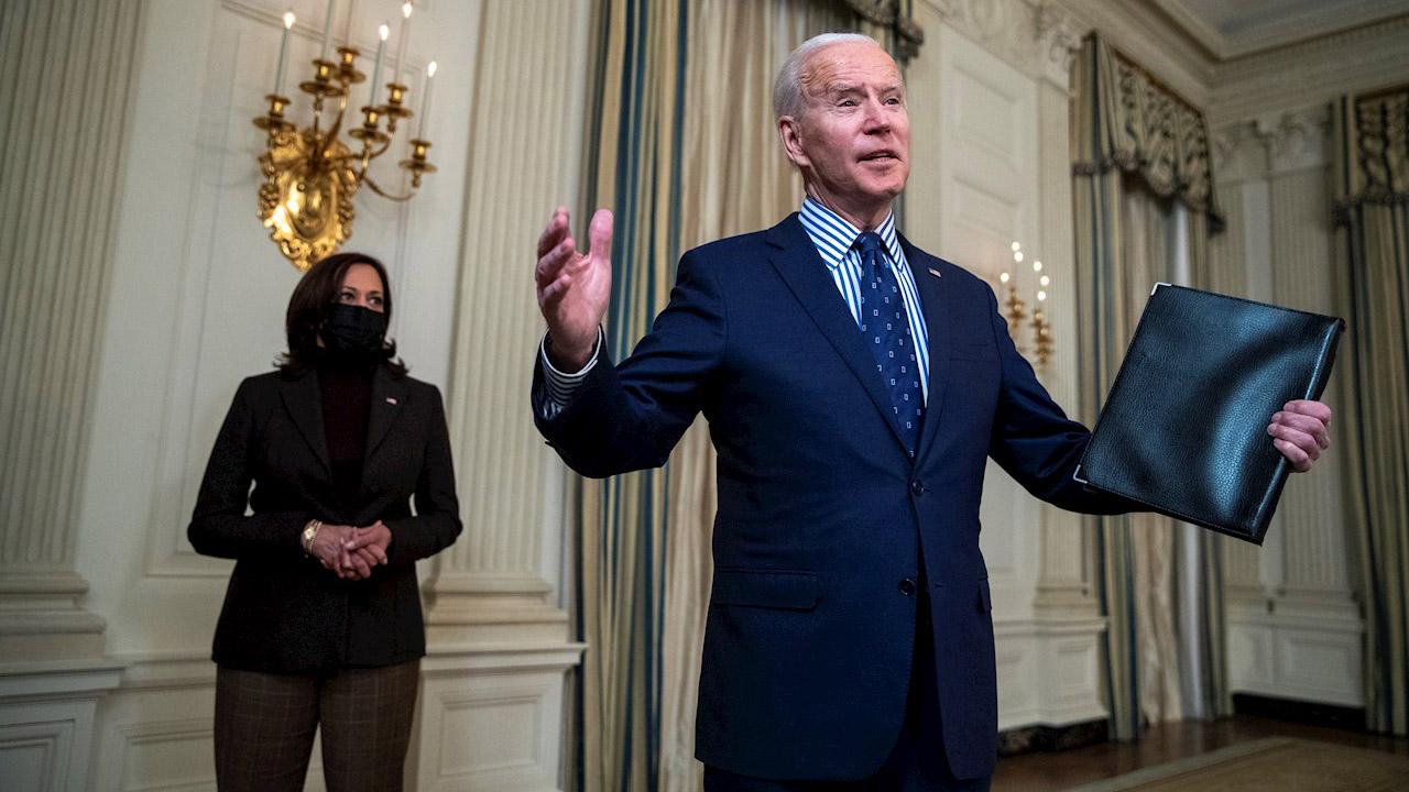 Biden celebra aprobación del plan de estímulo por 1.9 billones de dólares