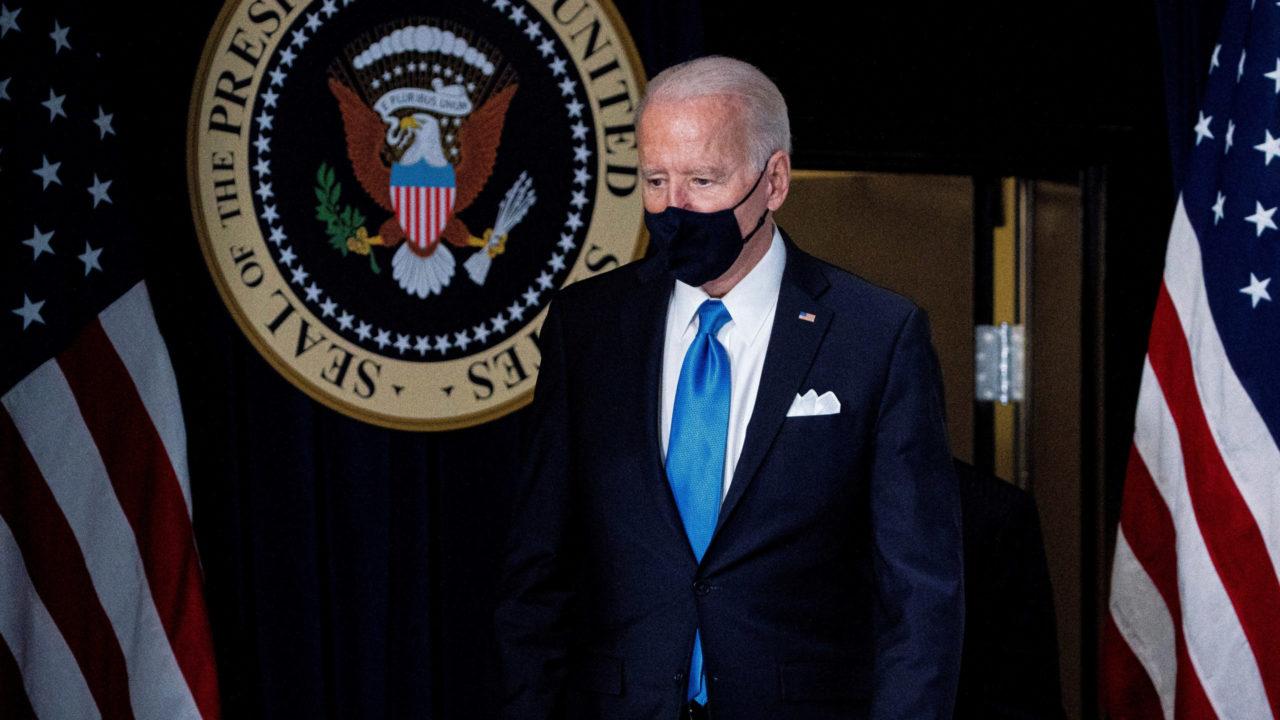Joe Biden promete compartir vacunas de EU con el mundo si hay excedentes