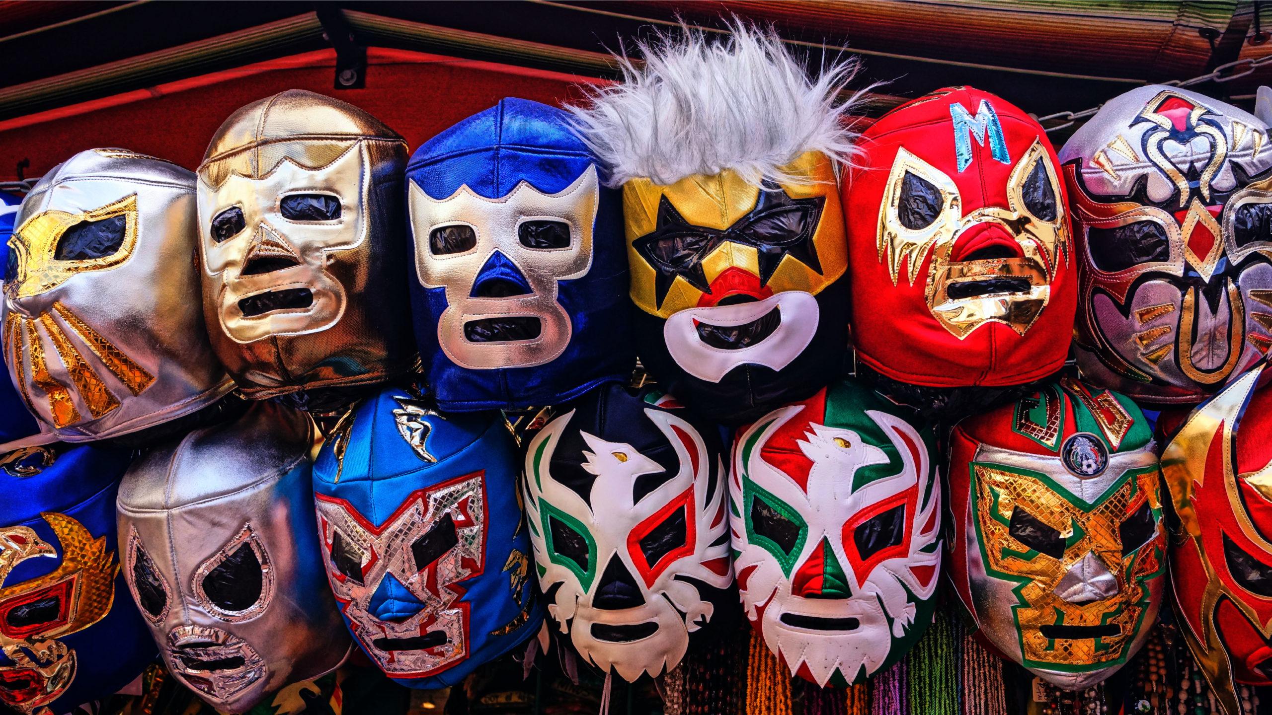 Luchadores mexicanos retan a usar cubrebocas contra Covid-19