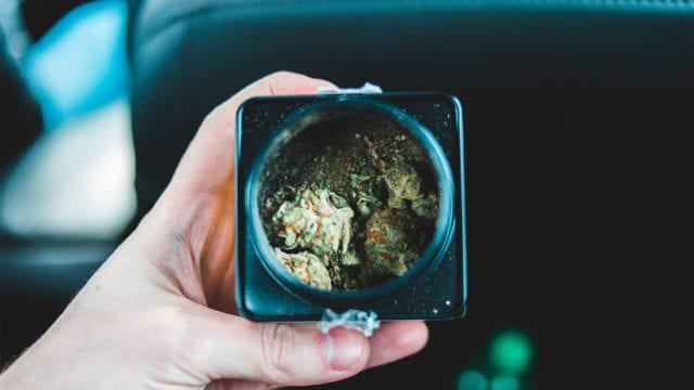 Diputados despenalizan el uso lúdico de la mariguana