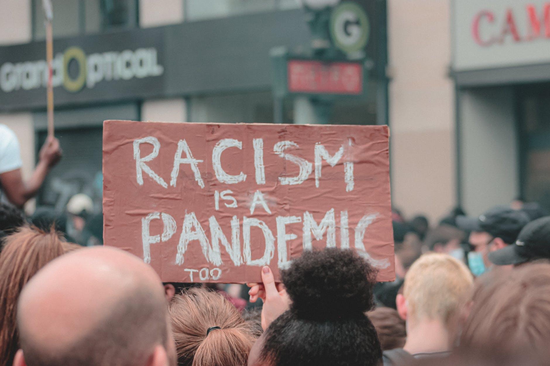 Propaganda racista blanca se disparó en Estados Unidos en 2020: ONG