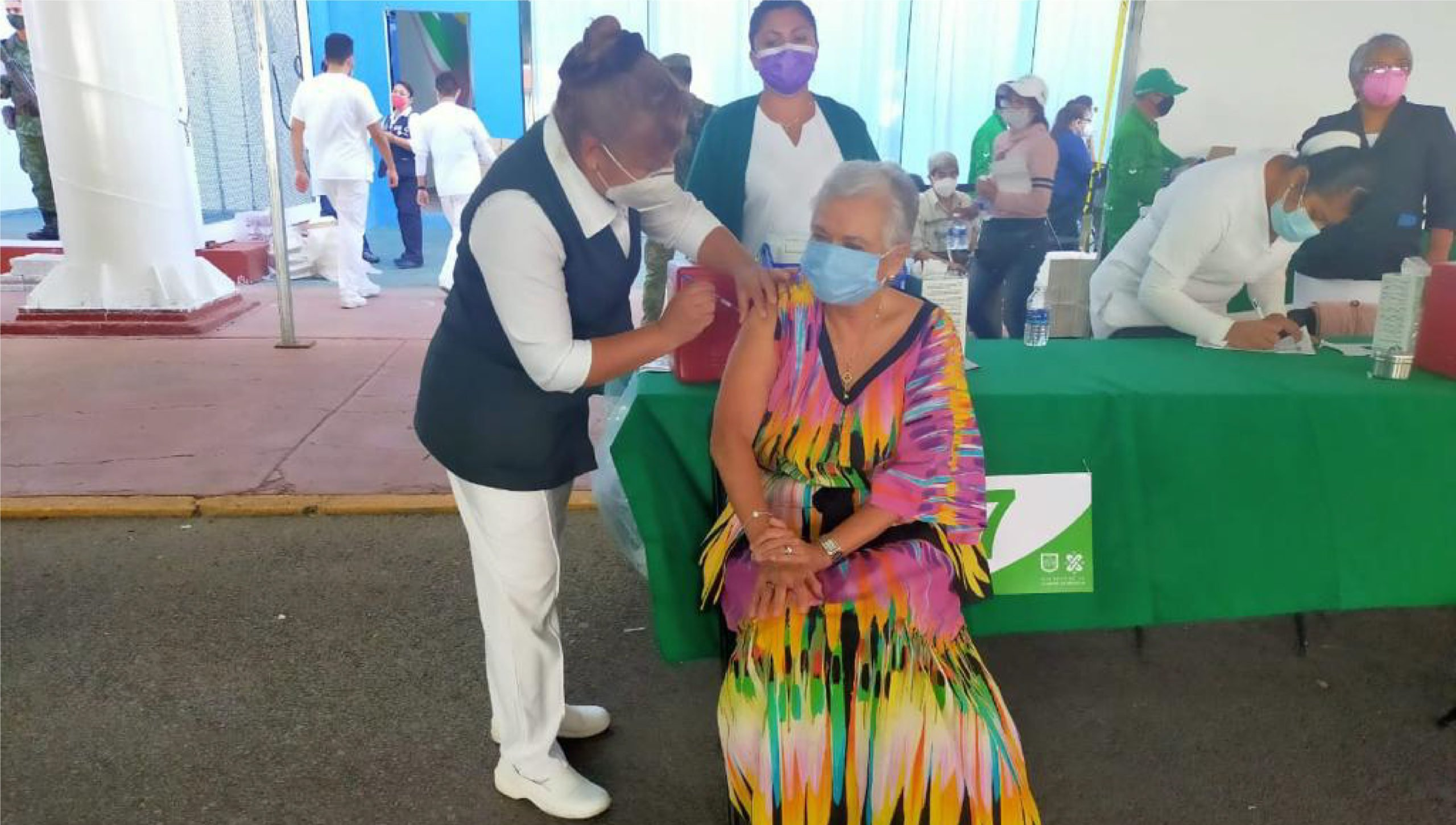 Olga Sánchez Cordero recibe vacuna contra Covid-19