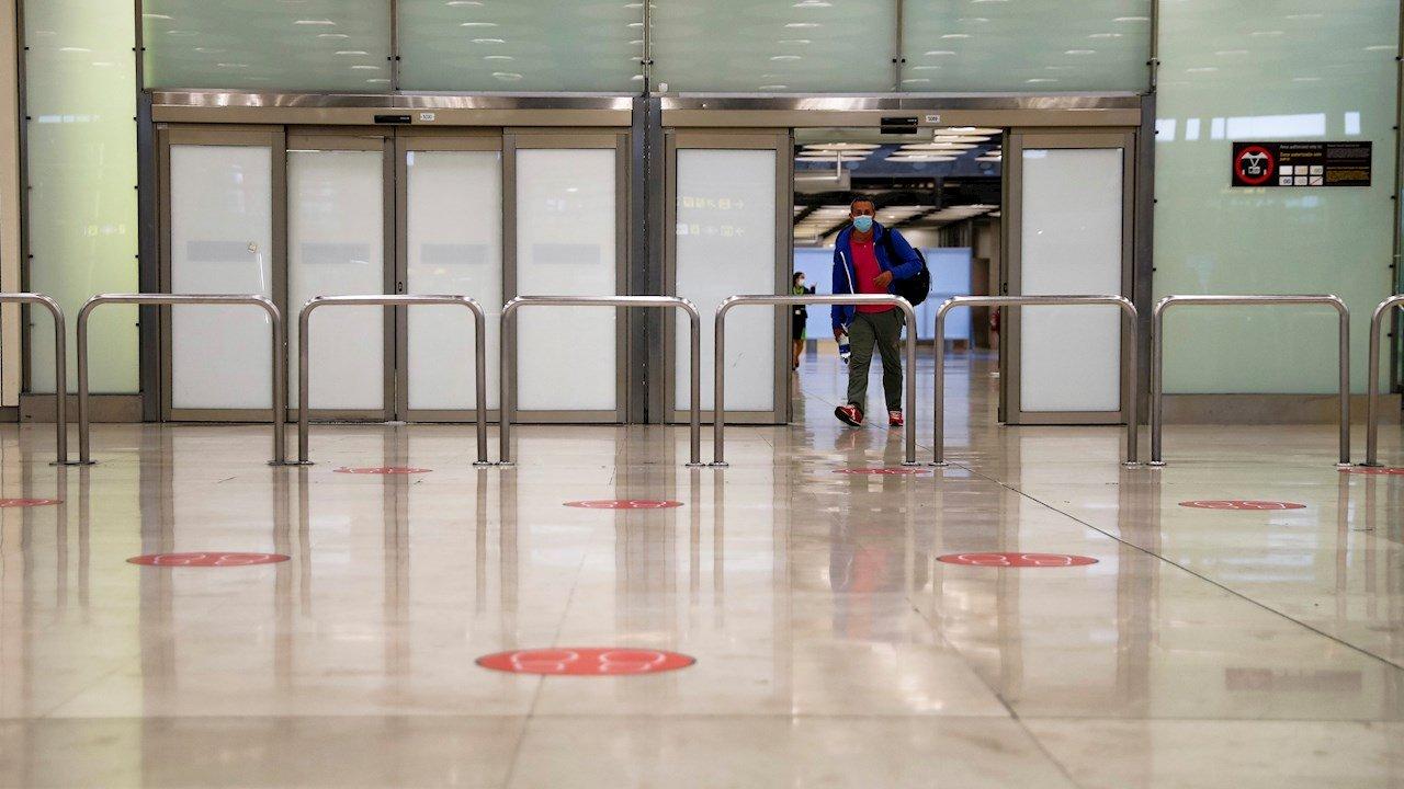 OMS pide no exigir vacuna ni certificados a viajeros internacionales