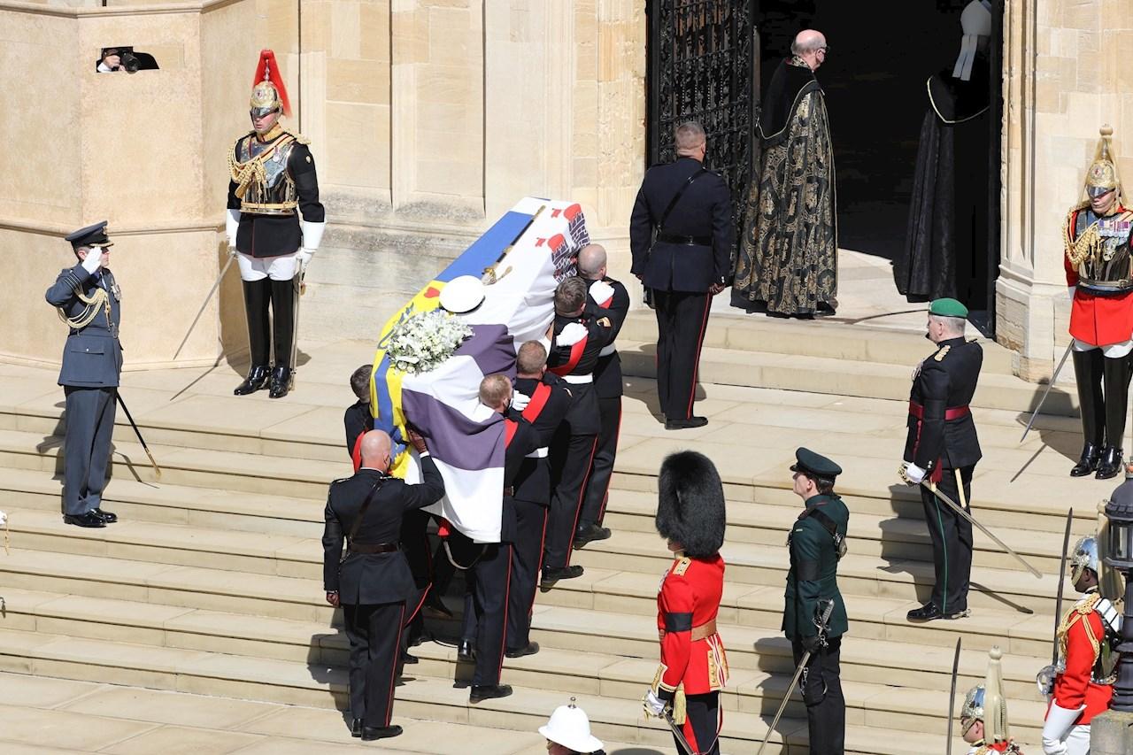 Comienza funeral del duque de Edimburgo en la capilla de San Jorge