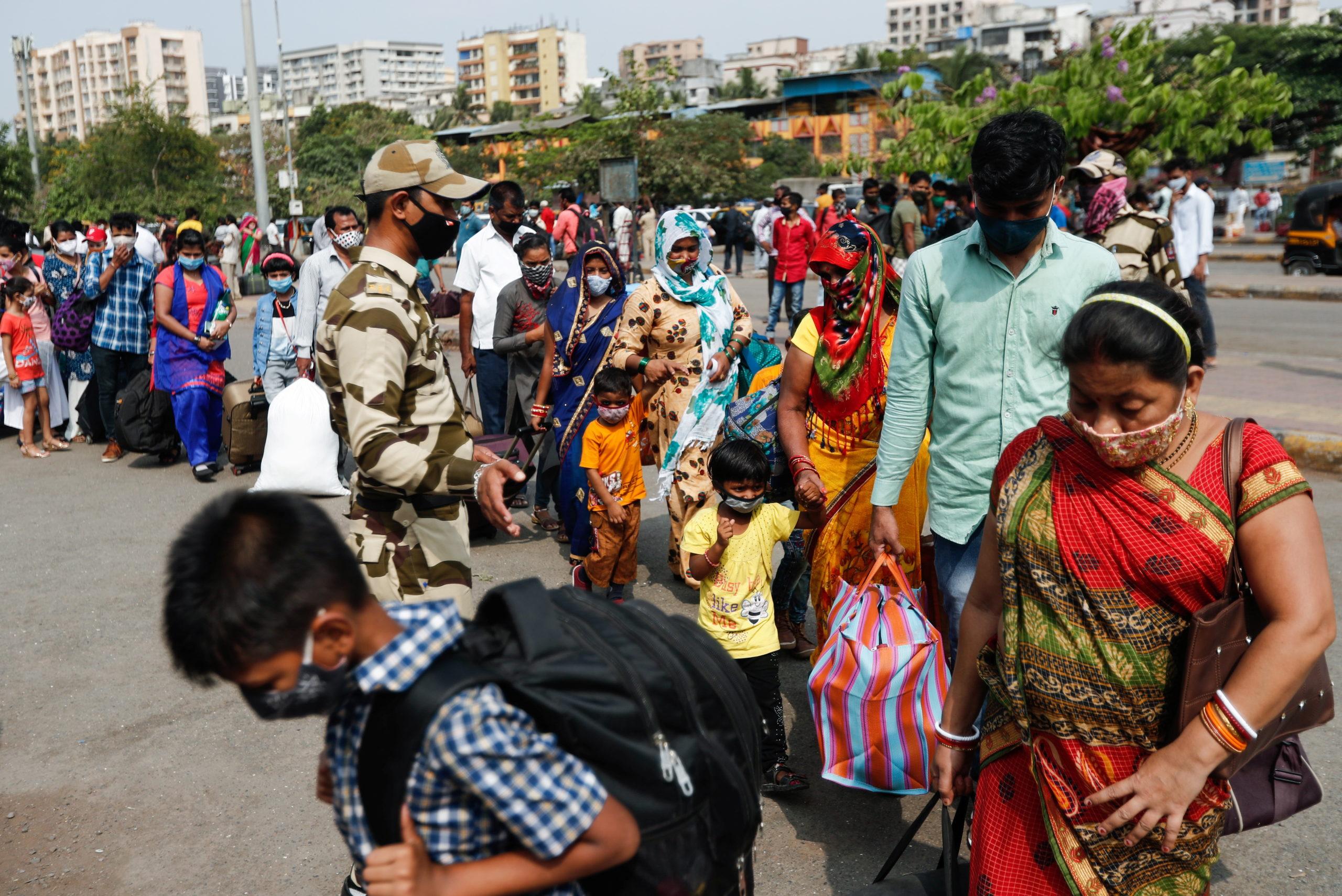 India lidia con segunda ola de Covid-19 y la escasez de vacunas