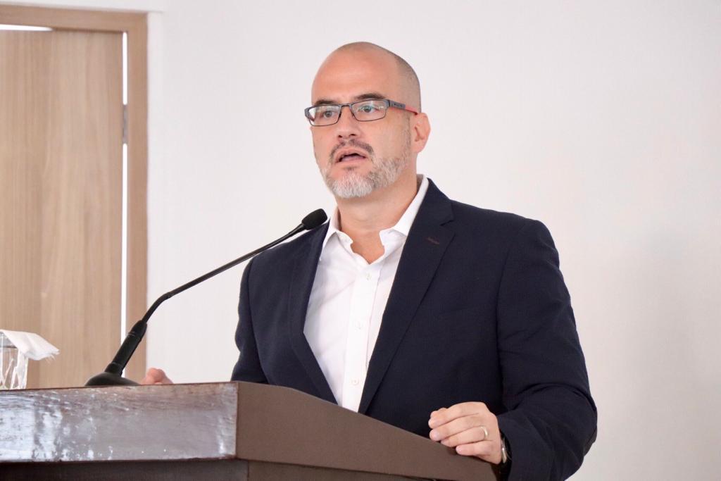 Los empresarios deben 'sacudirse' el miedo a AMLO para participar en política: Max Kaiser