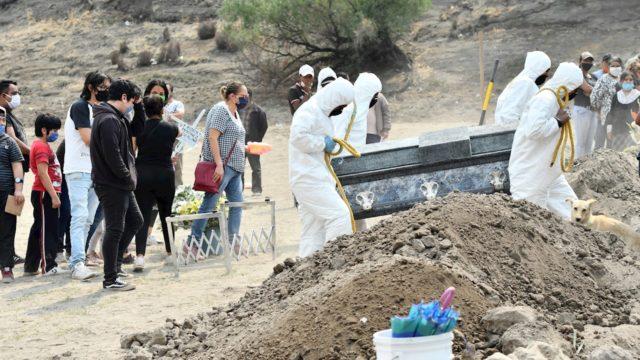 México rebasa las 205,000 muertes por Covid-19