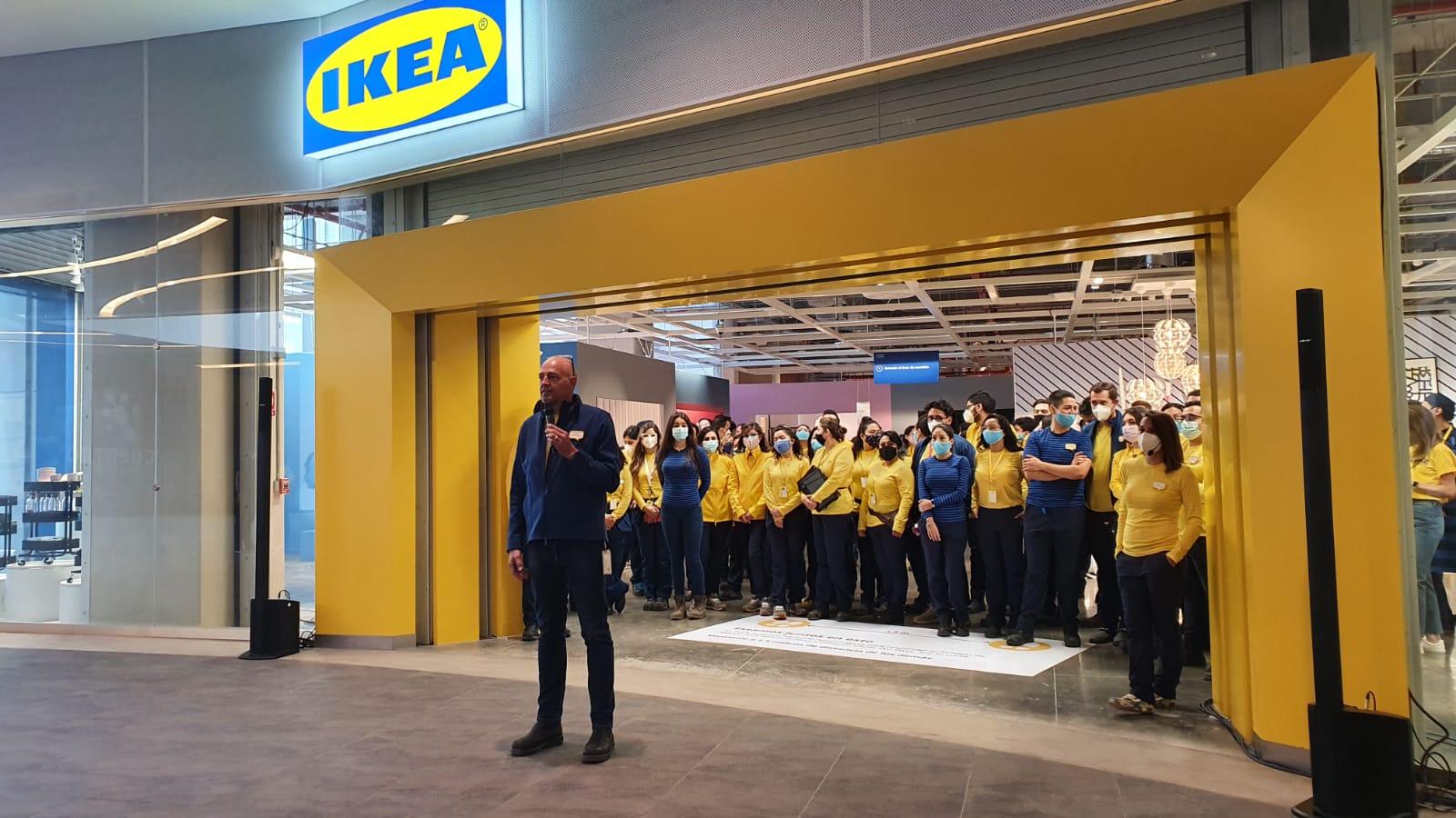 Euforia por visitar nuevas tiendas dan signos de reactivación de consumo interno