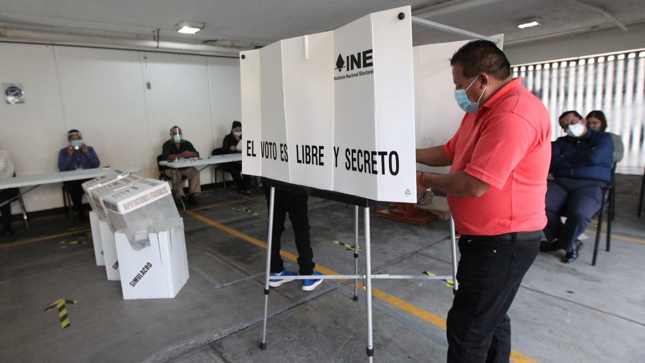 El debilitamiento de la democracia en México