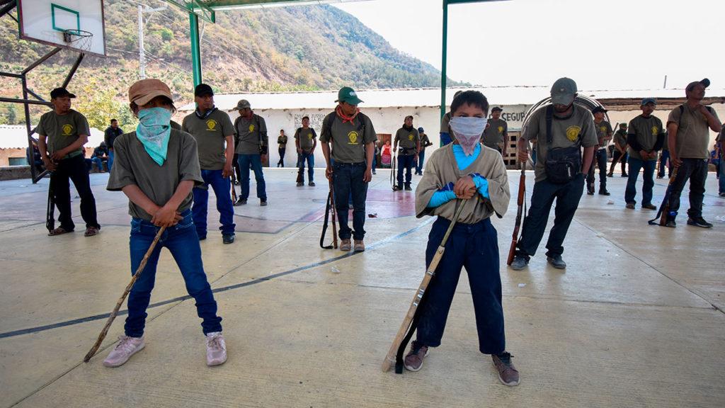 Integran a 30 niños de entre 6 y 11 años a policía comunitaria en México