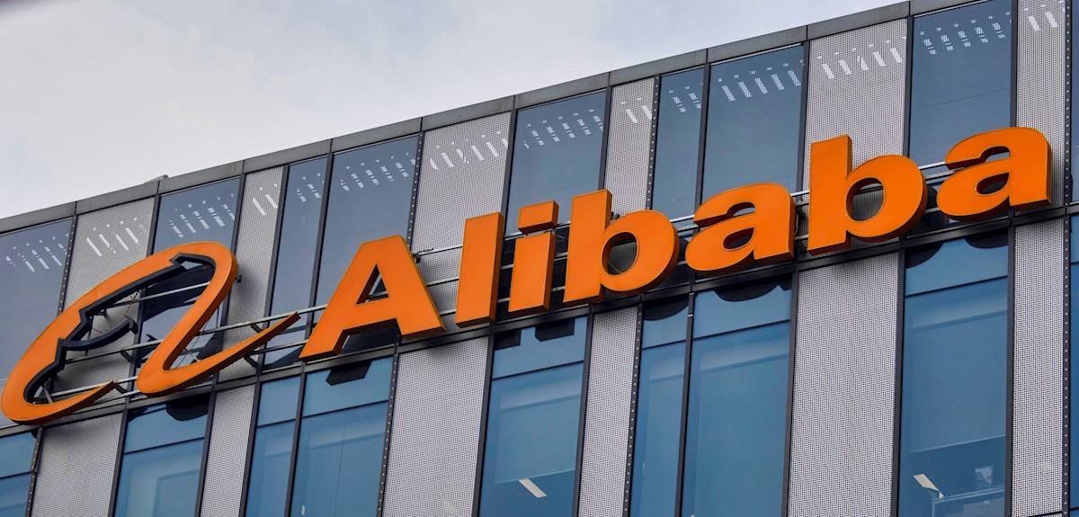 China impone multa récord de 2,750 mdd a Alibaba por violaciones antimonopolio