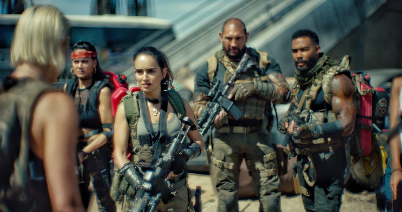 'El ejército de los muertos' presenta trailer entre zombis y acción desmedida