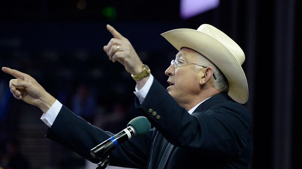 ¿Quién es Ken Salazar, candidato a Embajador de EU en México?