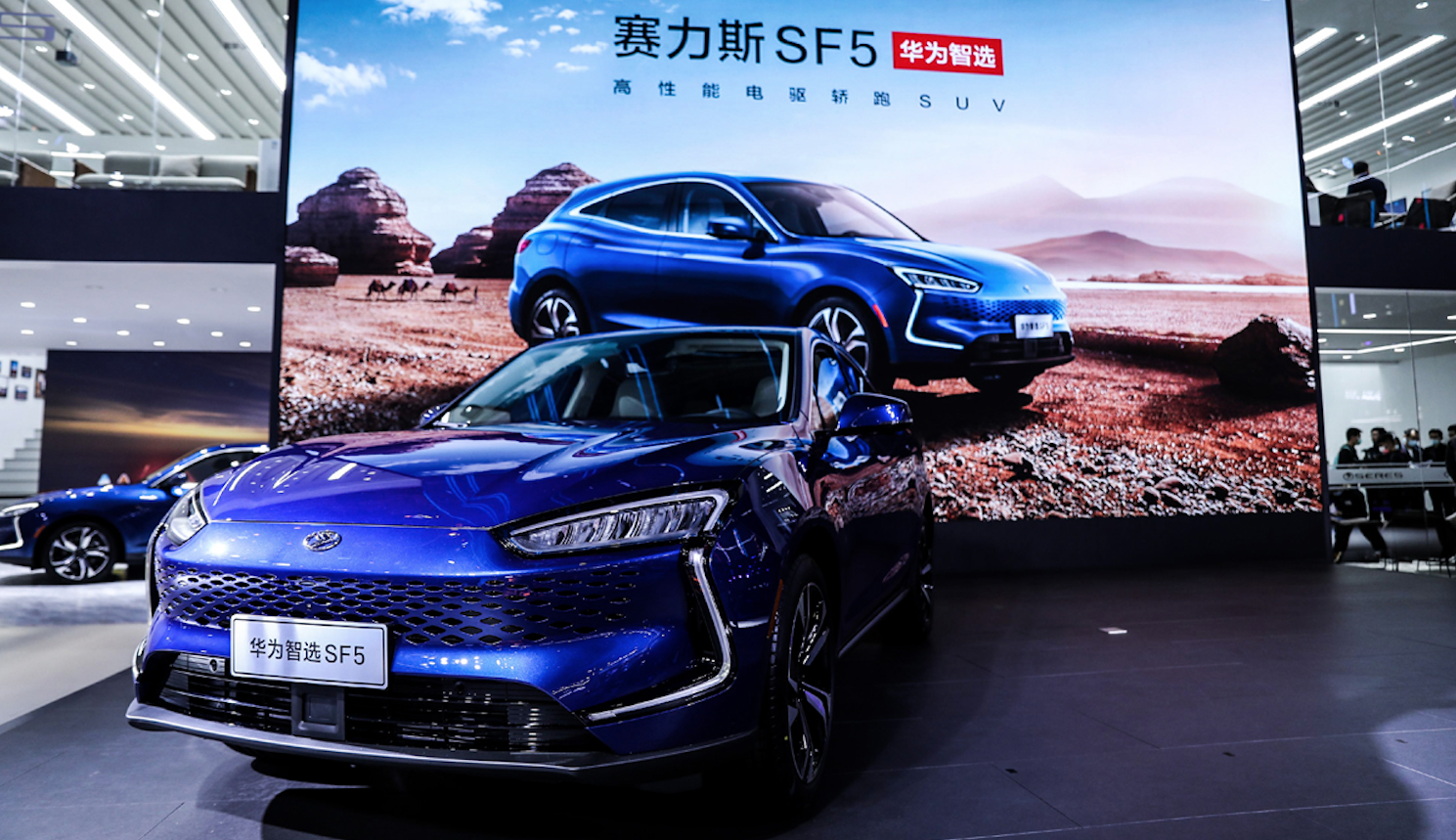 Huawei se estrena en los vehículos eléctricos con SUV con más de 1,000 km de autonomía