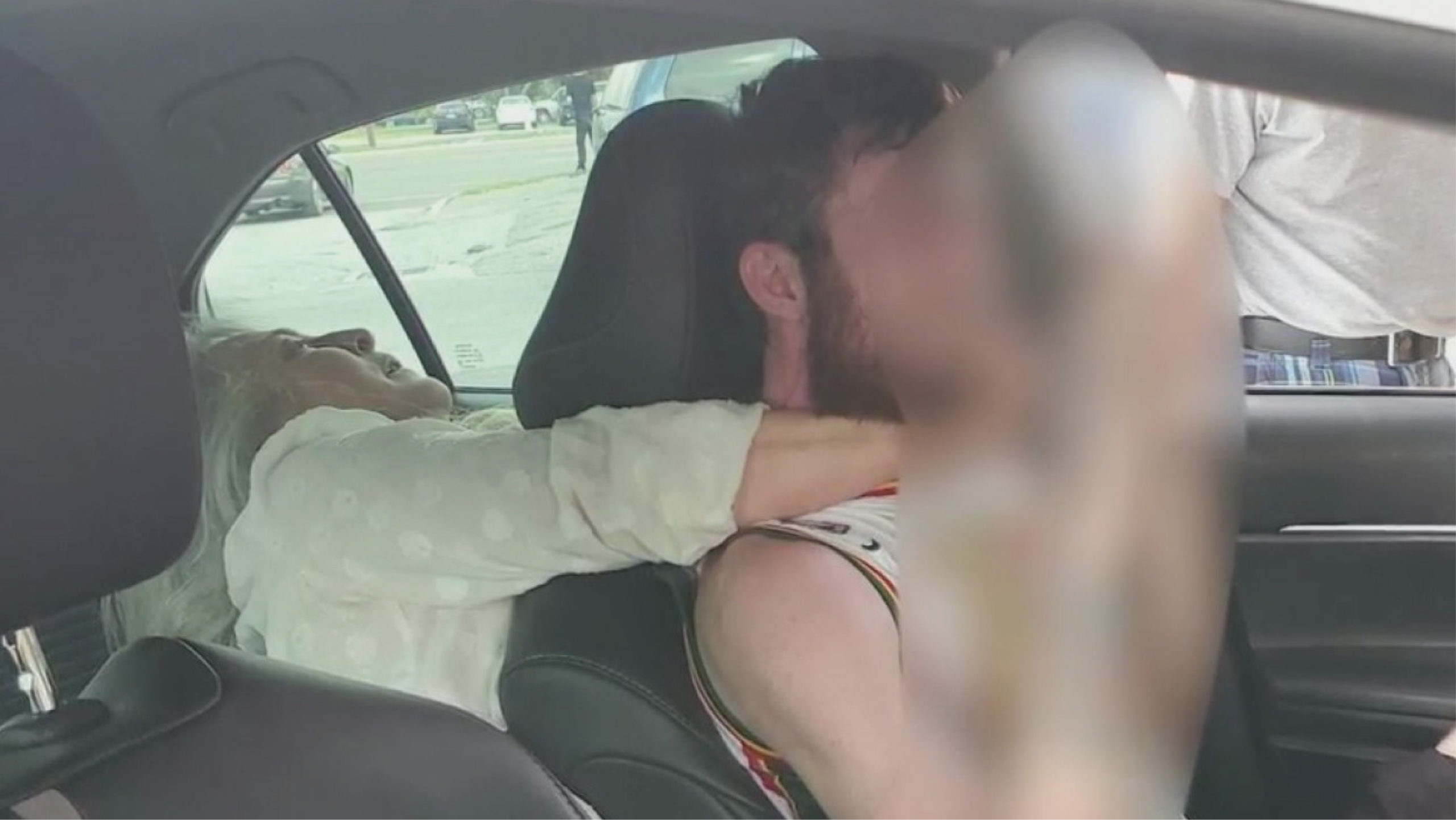 Mujer de 55 años ataca a chofer de Uber