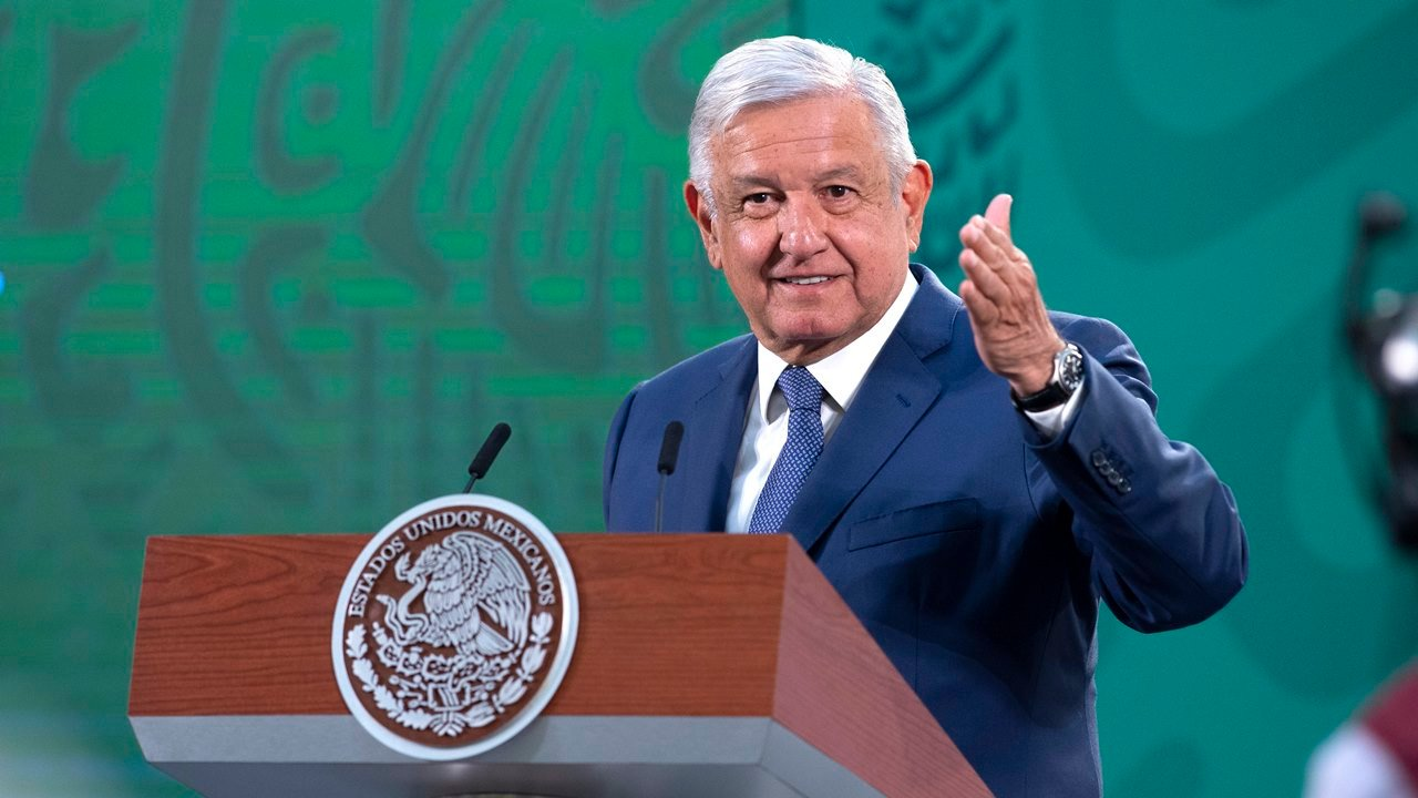 """López Obrador destaca el """"respeto"""" de Kamala Harris al """"pueblo de México"""""""