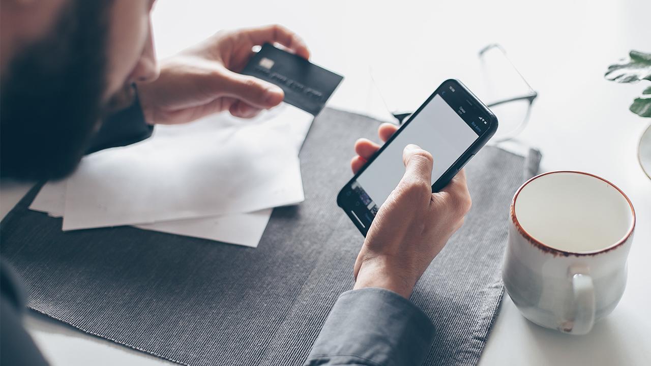 Mexicanos dejan de ir al banco: 3 de cada 10 adquieren productos financieros por internet