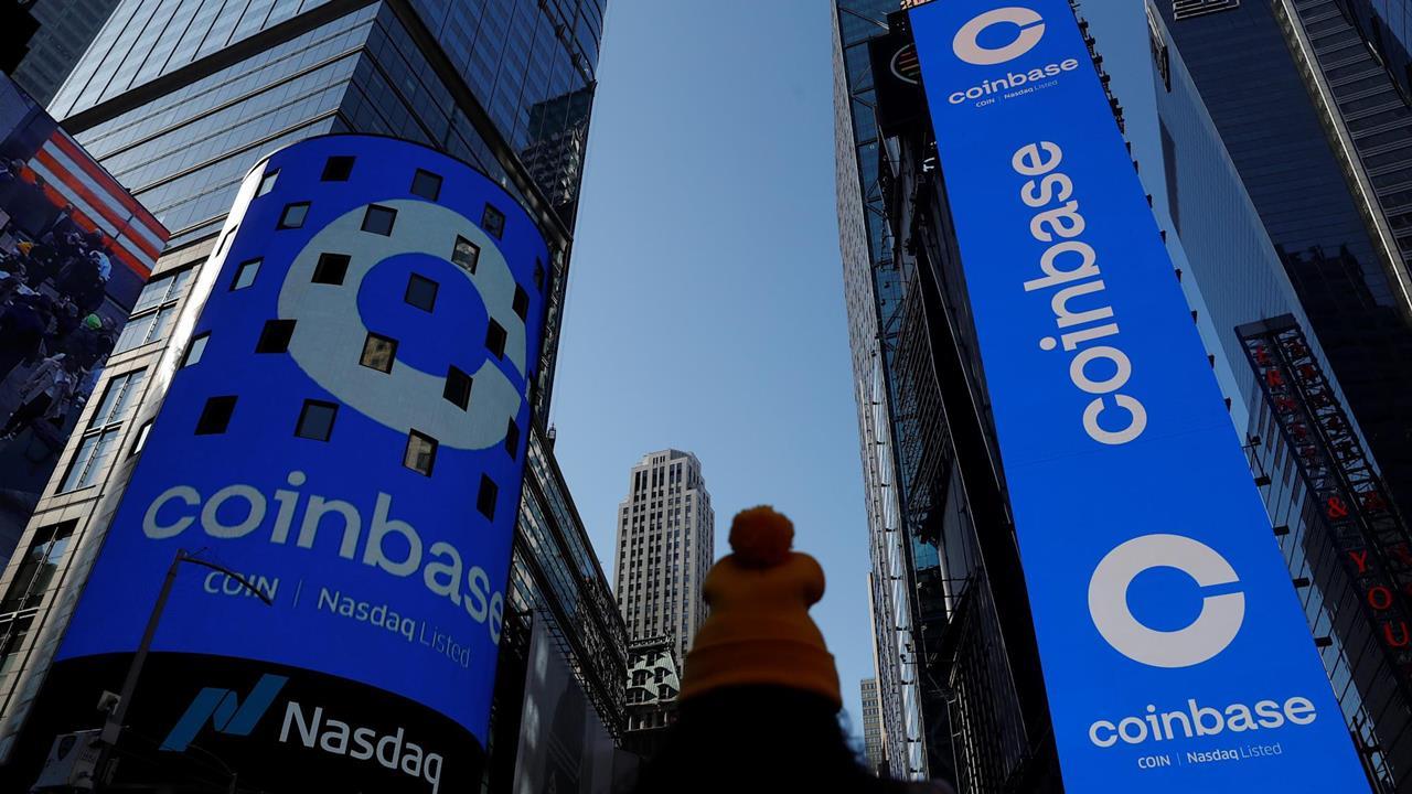 Acciones de Coinbase siguen por lo alto un día después de su debut