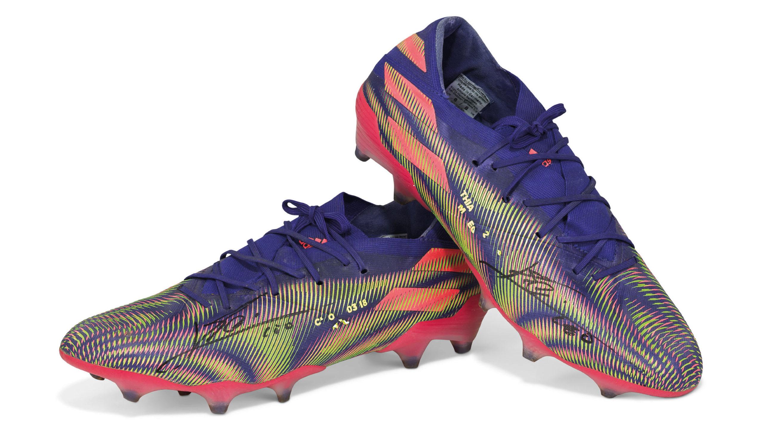 Subastan zapatos con los que Messi superó el récord de Pelé