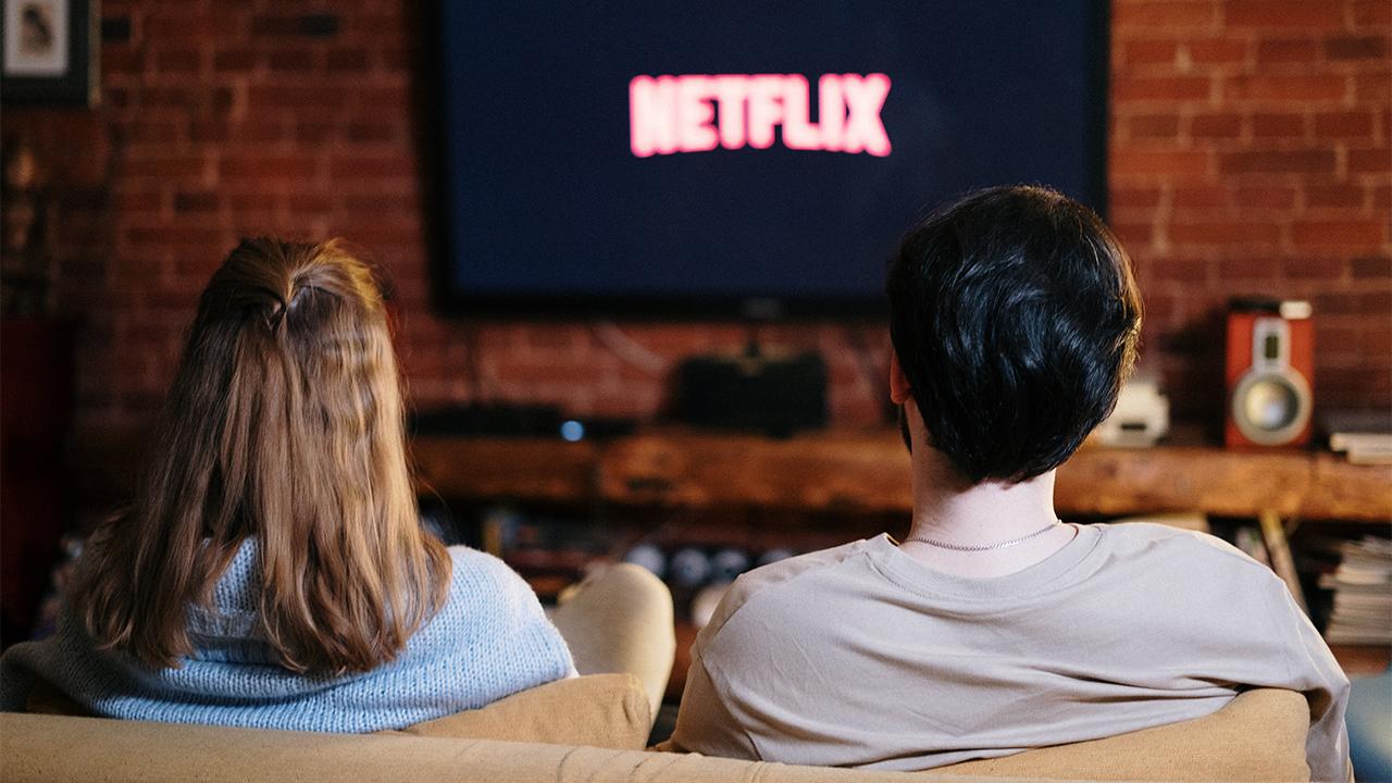 Morena propone impuesto de 7% por consumo de Netflix, Disney+ y otros servicios
