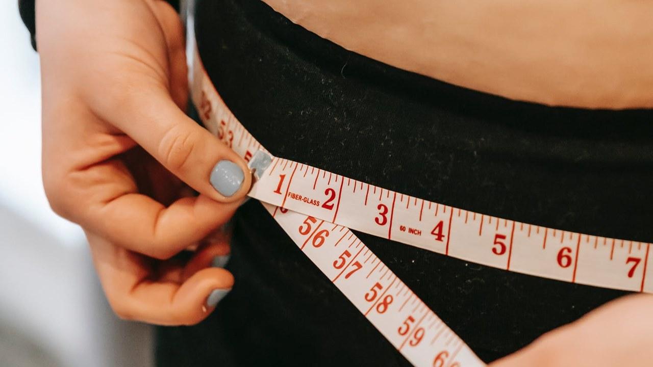 Jóvenes con sobrepeso tienen mayor riesgo de Covid-19 grave: estudio