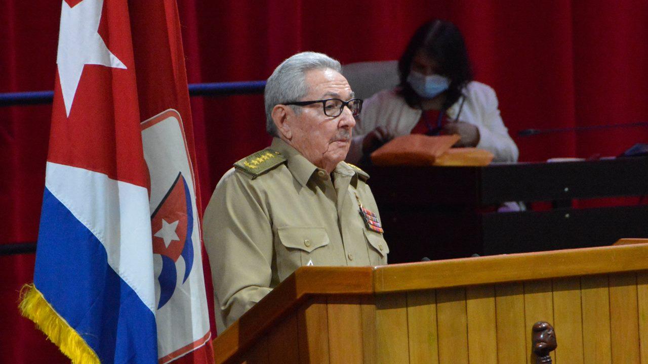 Raúl Castro se retira como jefe del Partido Comunista de Cuba y da paso al relevo