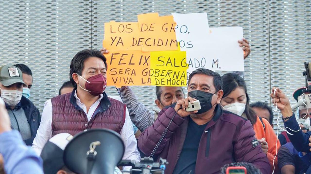 Félix Salgado y Mario Delgado arman plantón afuera del TEPJF