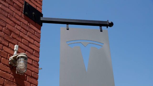 Tesla supera previsiones de ventas gracias a récord de entregas de sus autos