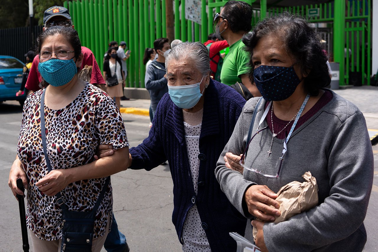 Más de 287 mil adultos mayores en CDMX no se vacunaron