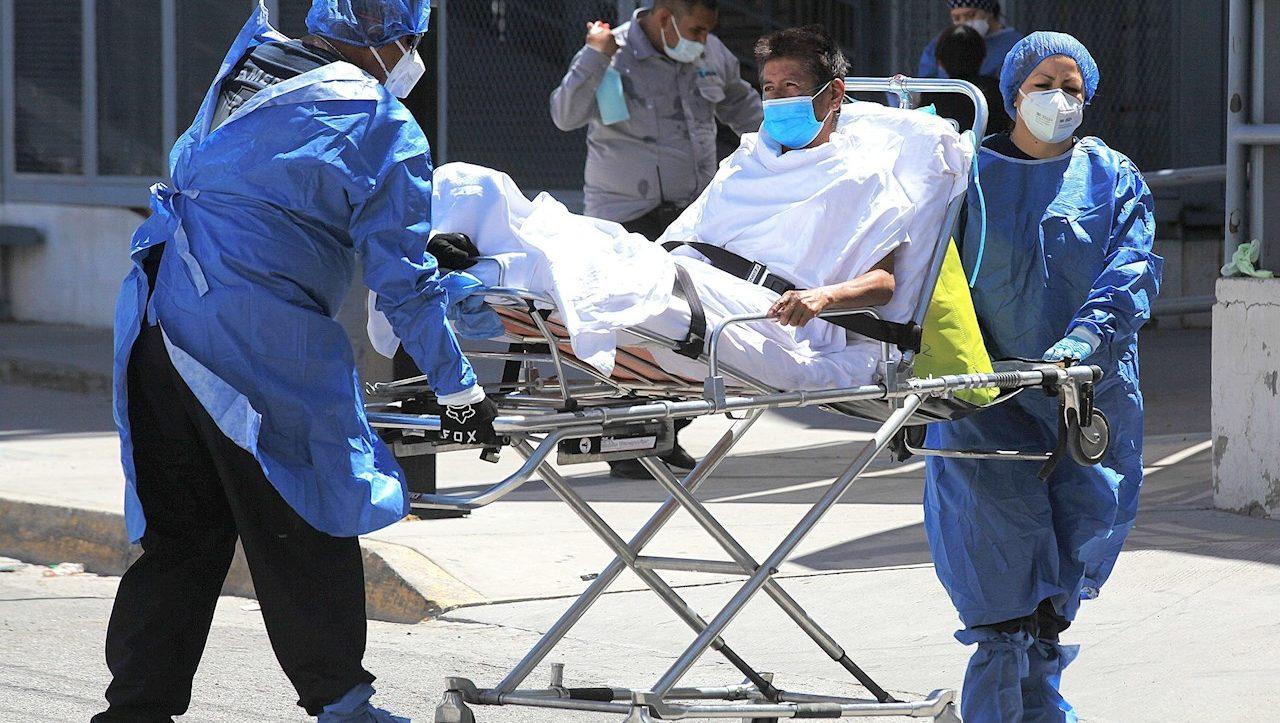 Casos globales de Covid-19 suben por segunda semana; bajan muertes