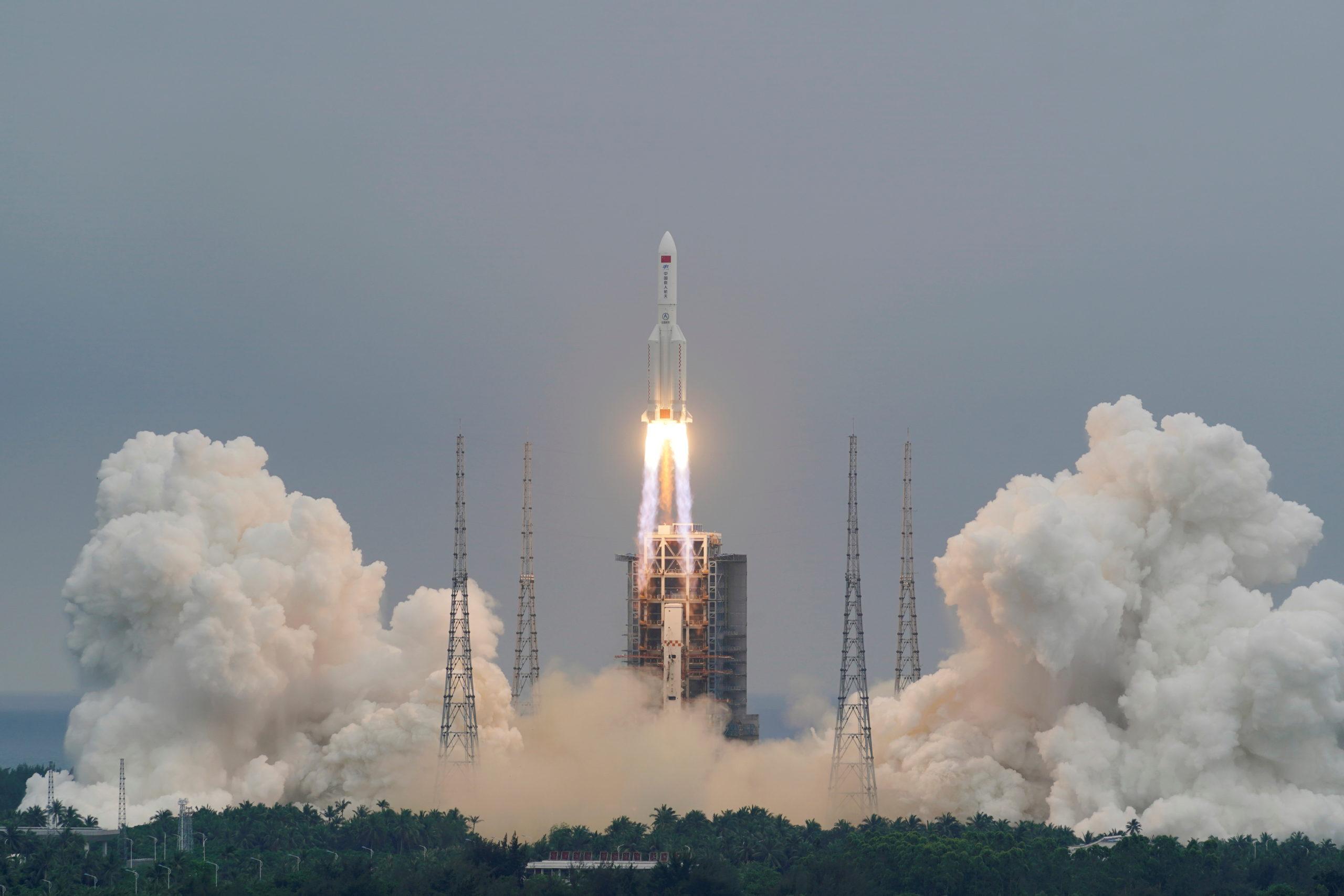 China dice es poco probable que restos de su cohete causen algún daño