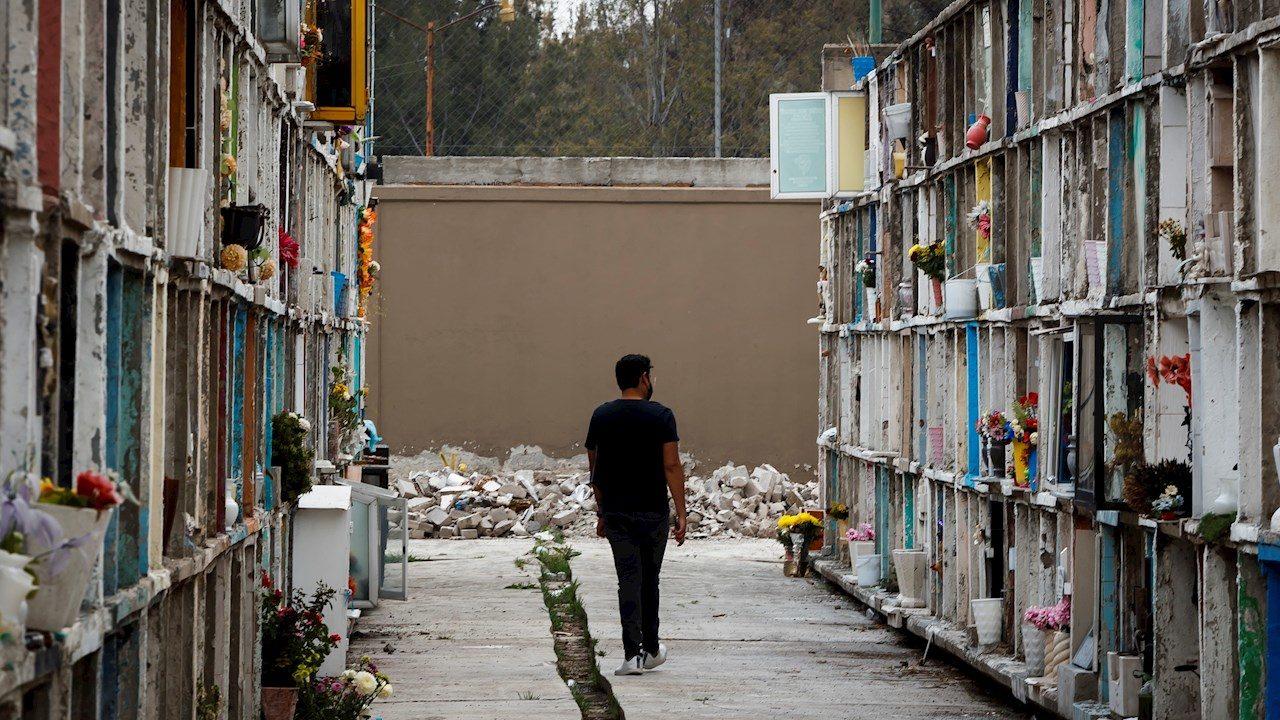 Cementerios en México ven la luz al final del túnel de la pandemia