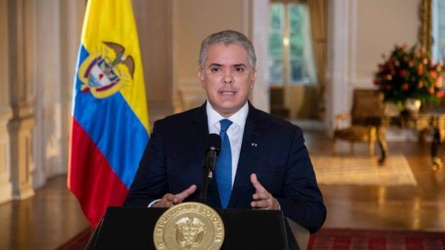Presidente de Colombia abre puerta al diálogo ante violentas protestas