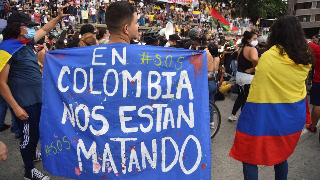 Presidente de Colombia ordena a la fuerza pública desbloquear vías entre protestas