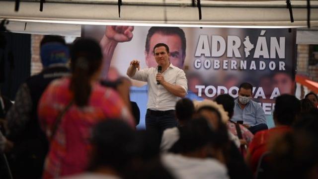 Andrés Manuel López Obrador denunció que están comprando votos con la Tarjeta Regia.