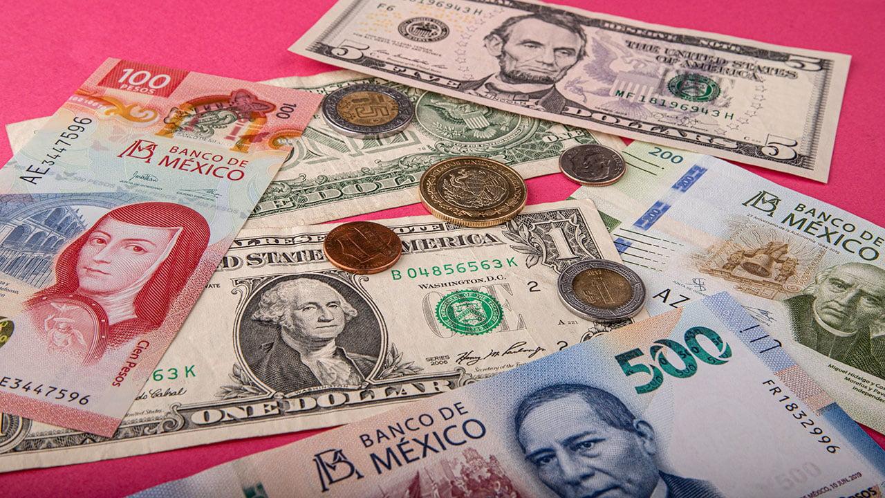 Peso mexicano gana ante apuestas sobre estímulos Fed, BMV sube