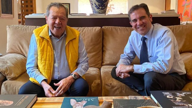 Muñoz Ledo se reúne con Lorenzo Córdova; hablan de protección a órganos autónomos
