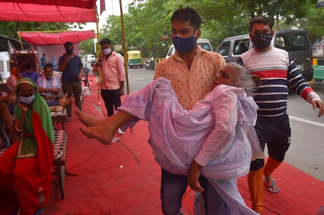 Infecciones por 'hongo negro' agravan situación de Covid-19 en India