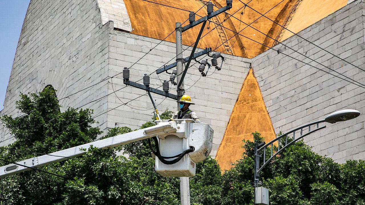CFE restablece servicio eléctrico a la mitad de clientes afectados en Tamaulipas