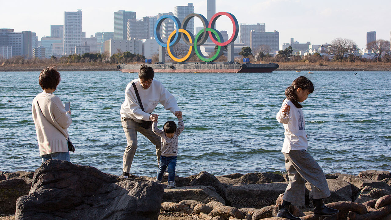 Japón amplía la emergencia por covid; campaña contra Juegos Olímpicos gana fuerza