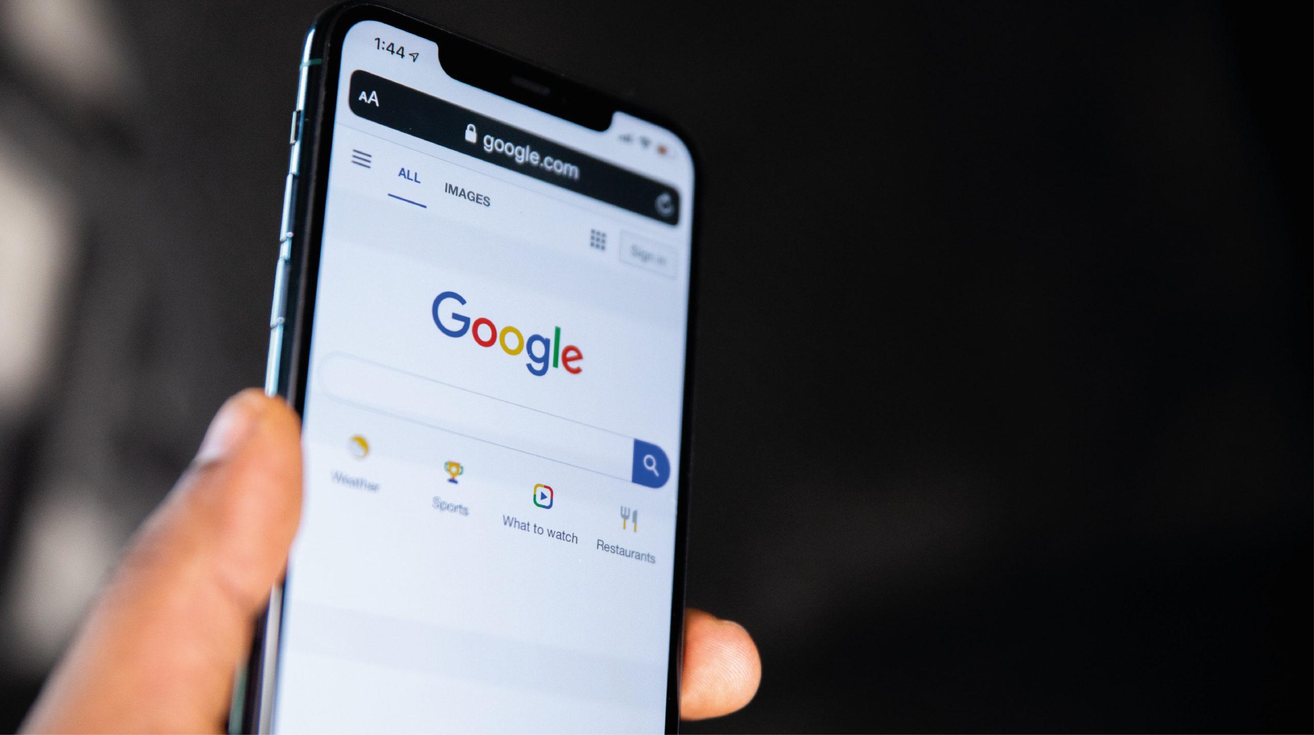 Francia impone multa millonaria a Google por abuso en publicidad en línea
