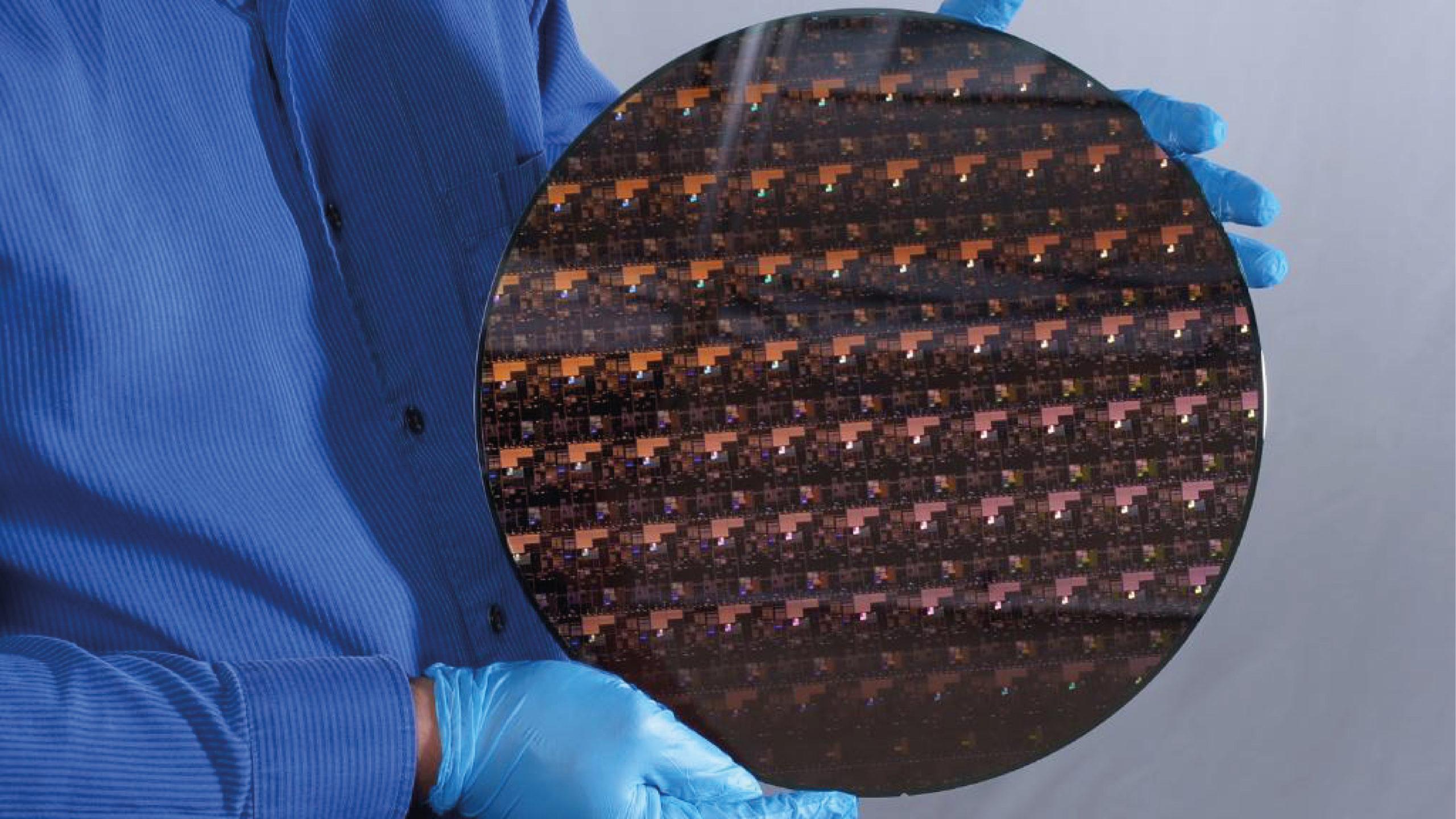 IBM presenta el chip más pequeño del mundo; impulsará progreso de dispositivos