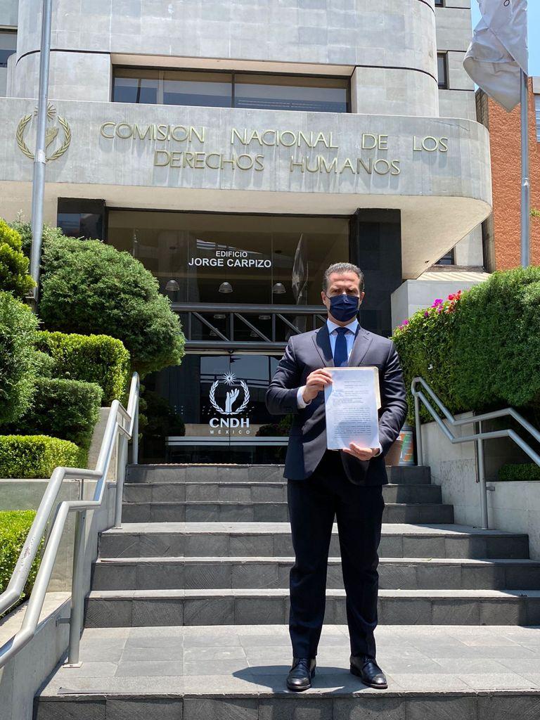Adrián de la Garza pone queja contra AMLO ante la CNDH por injerencia en las elecciones