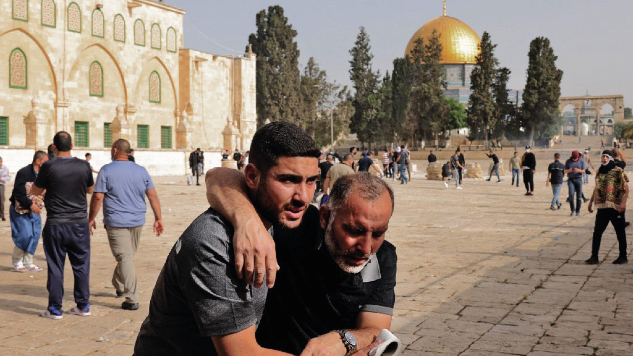 Violencia estalla en Jerusalén con cientos de heridos y explosiones