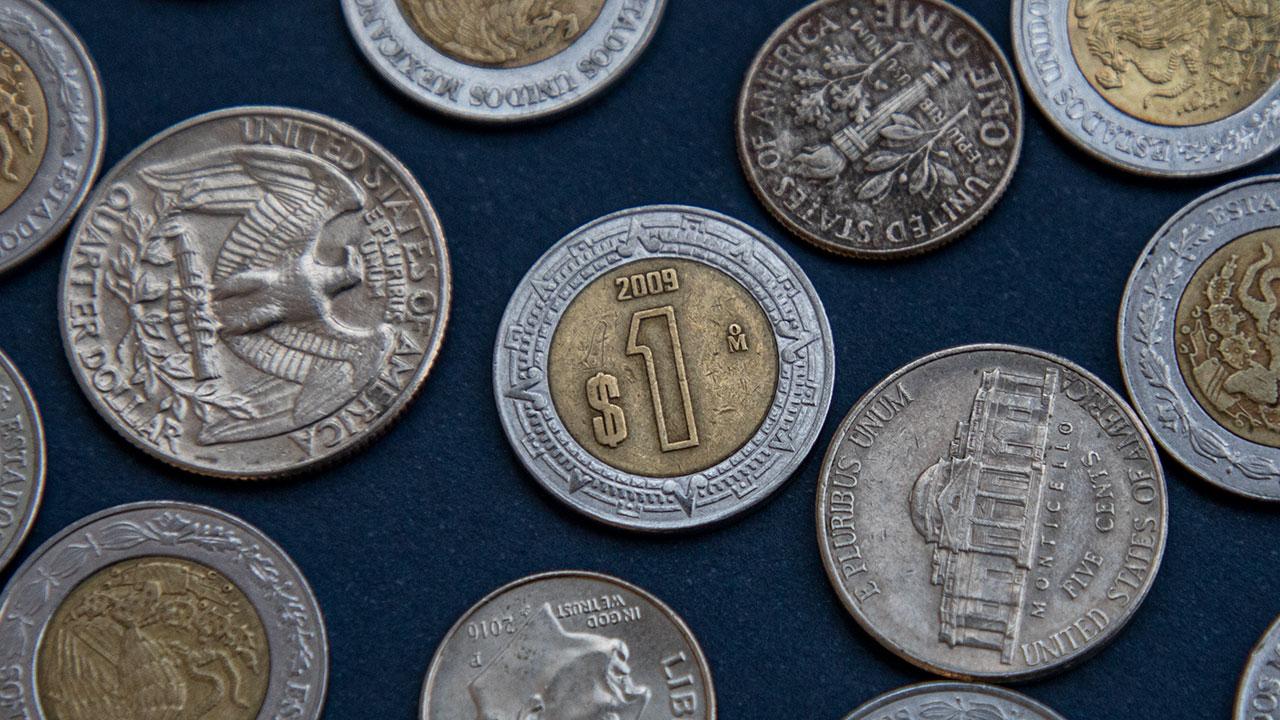 Peso y bolsa suben tras decisión de la Fed; trepan acciones de FEMSA y Cemex
