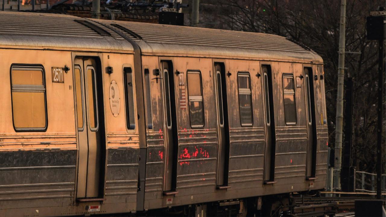 Metro de Nueva York retoma servicio de 24 horas después de un año
