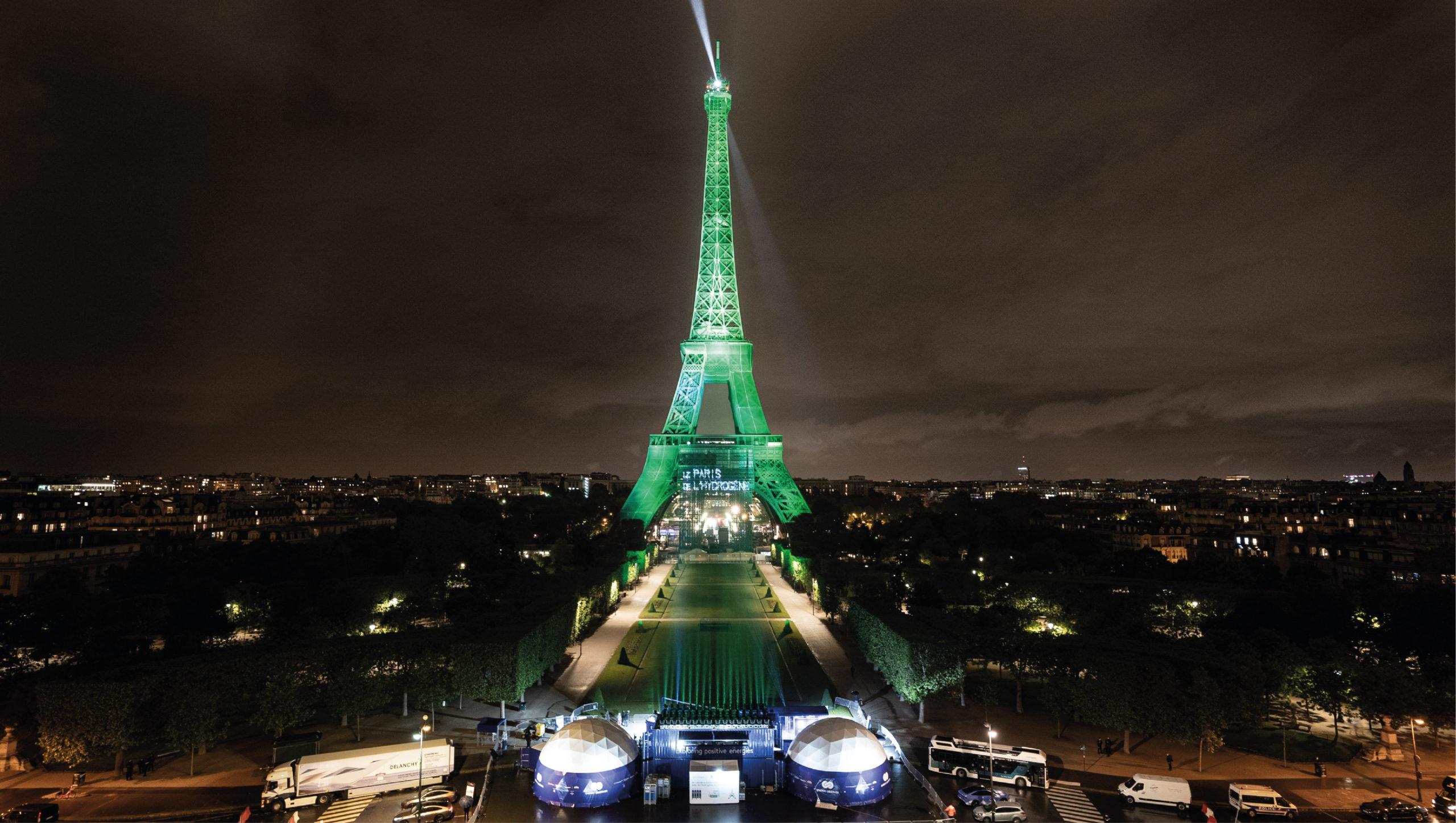 La Torre Eiffel se ilumina con hidrógeno renovable