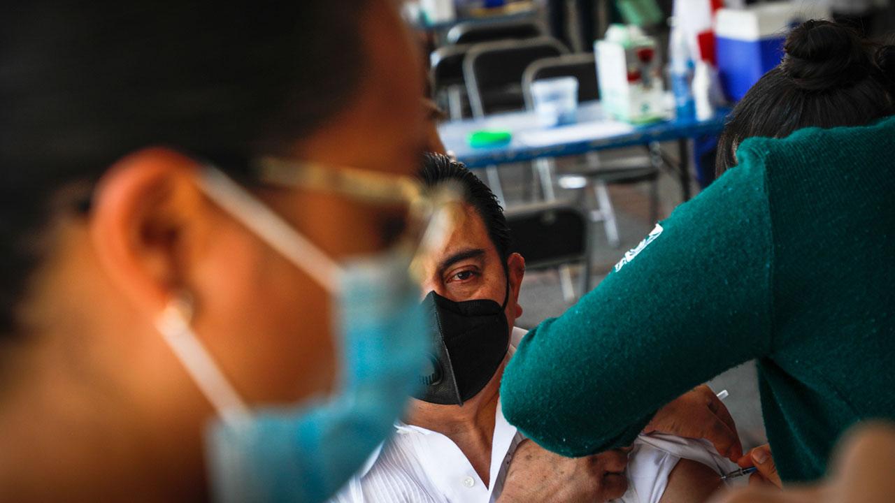 México avanza en su plan con la vacunación de personas entre 50 y 59 años