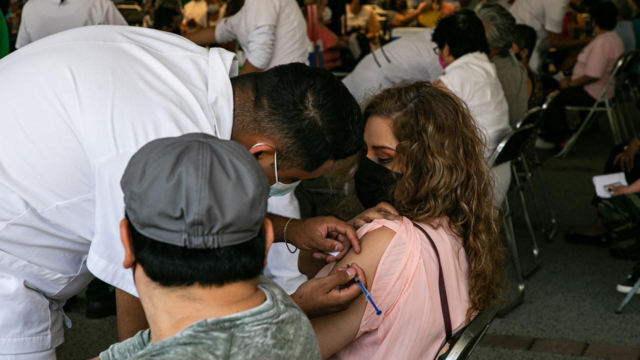 Se desborda vacunación de personas de 18 a 29 años en la Ciudad de México
